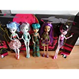 Monster High - Skull Shores 5 Poupées - inclus 3 Poupées Exclusif! - Ghoulia Yelps, Frankie Stein, Cleo de Nile, Clawdeen Wolf & Draculaura - X4489