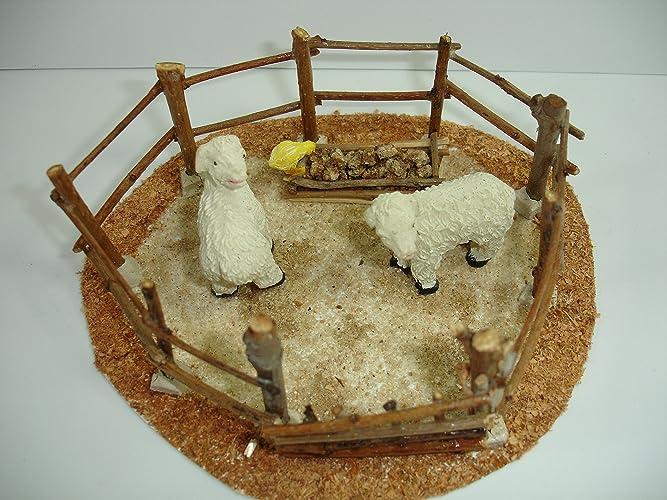 Corral para Belén con ovejas y pollito.