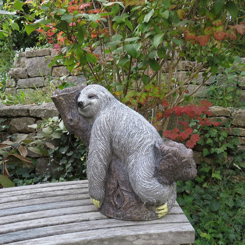 Unibest Gartendeko Faultier am Baumstamm Stein-Optik Gartenfigur Magnesium-Oxid GW9560