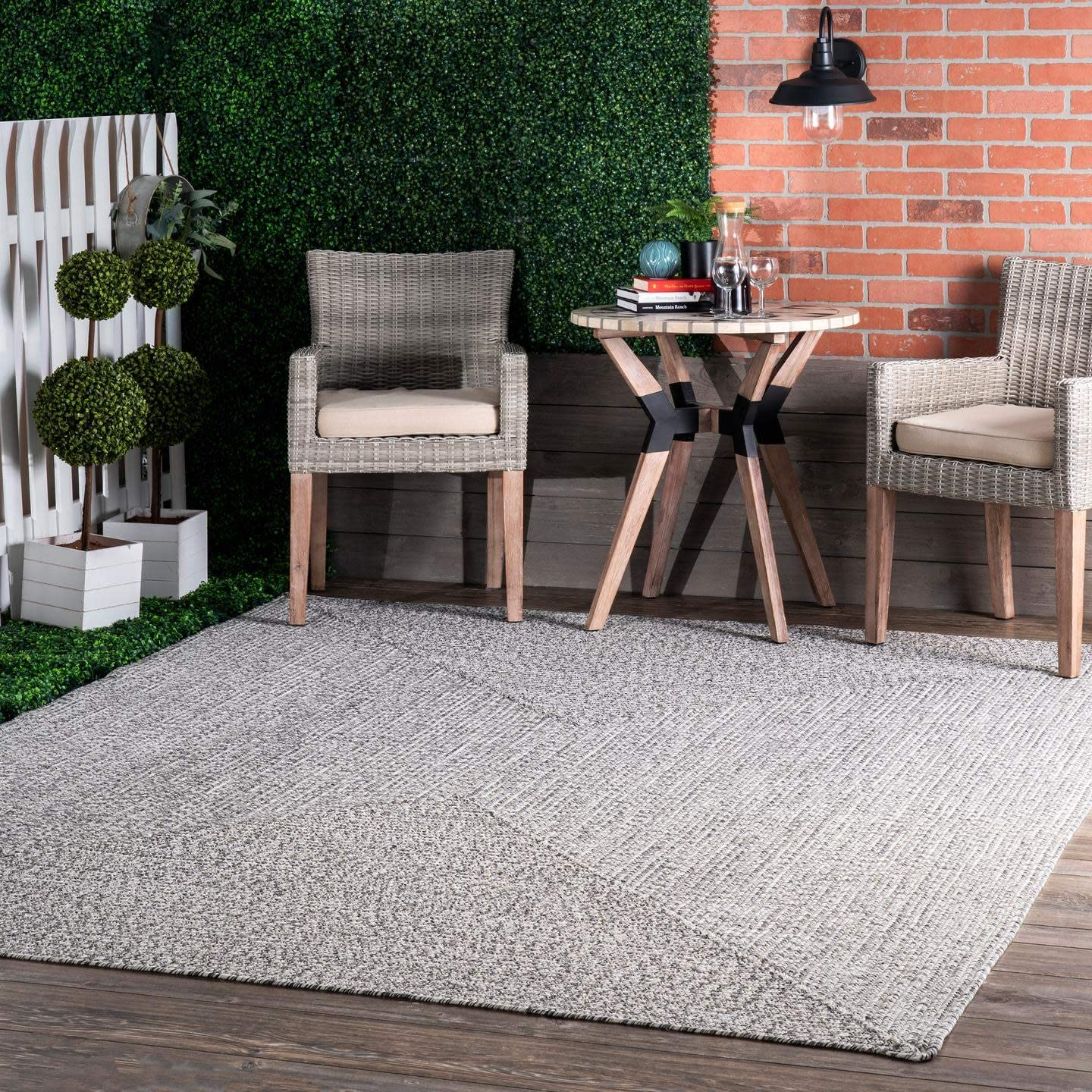 nuLOOM Lefebvre Braided Indoor/Outdoor Accent Rug, 2' x 3', Light Grey