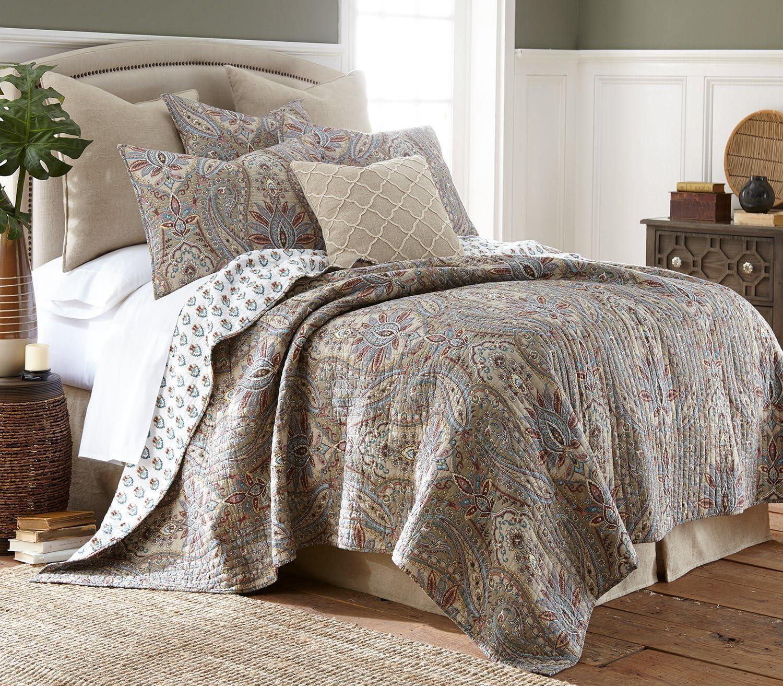 Amazon Com Levtex Home Kasey King Cotton Quilt Set Brown Paisley Kitchen