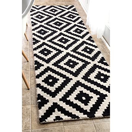 Amazon Com 2 6 X 8 Black White Trellis Runner Rug Rectangle