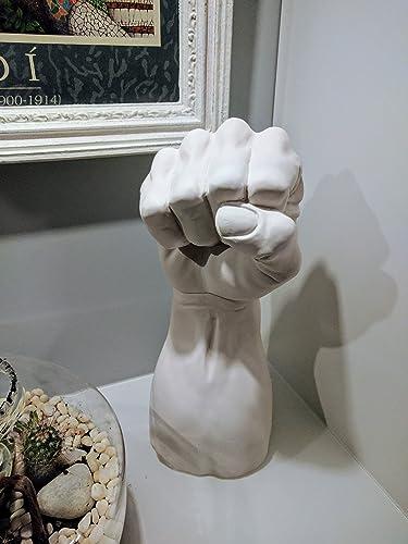 Closed fist, con el puño cerrado
