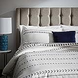 """Amazon Brand – Rivet Distressed Global Arrow Stripe Duvet Cover Set, Full / Queen, 90"""" x 90"""", White / Black"""