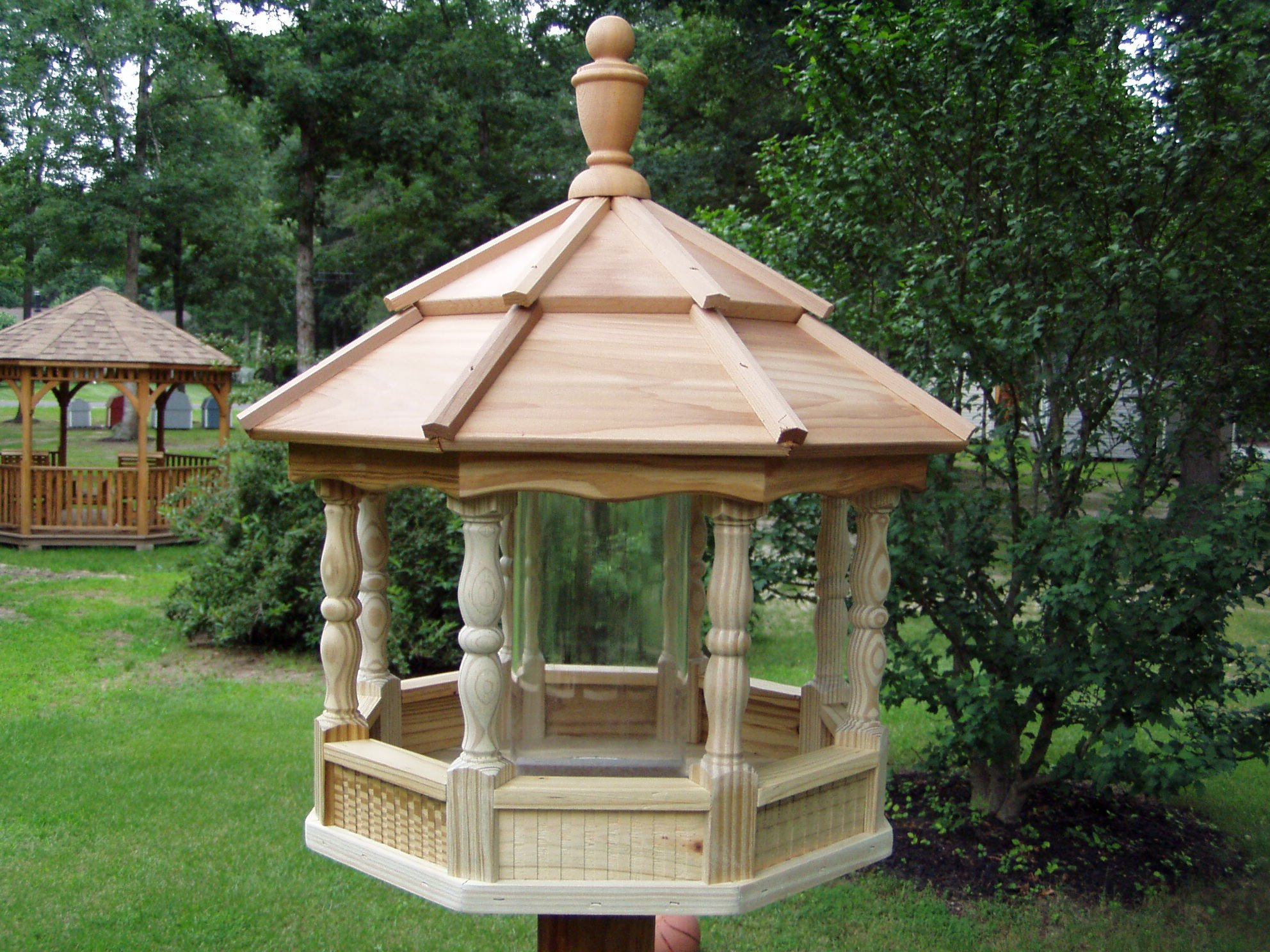 Amish Crafted Wooden Spindle Bird Feeder (Large)