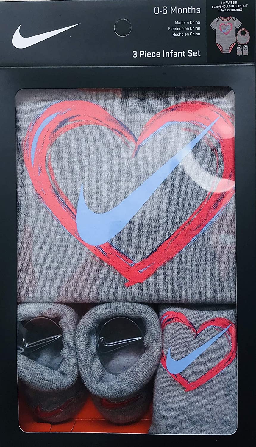 754a136bb576 Amazon.com  Jordan or Nike 3 Pieces Newborn Boys or Girls Gift Box 0-6 or 6-12  Months 100% Cotton