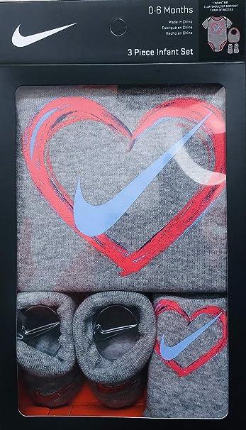 69d8cc639b9 Amazon.com  Jordan or Nike 3 Pieces Newborn Boys or Girls Gift Box 0 ...