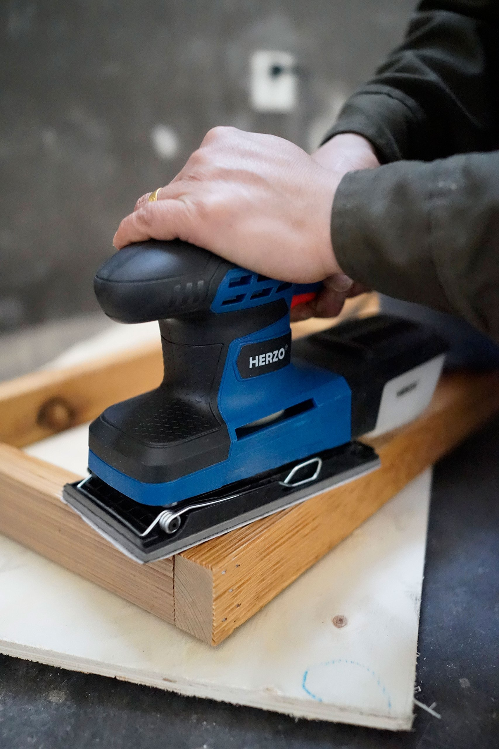 Sheet Sander HERZO 1/3 Finishing Sander with Self-Dust Collection Box, Hook-and-Loop Base Pad and 10 Pcs Sandpaper 2.2A by HERZO (Image #4)