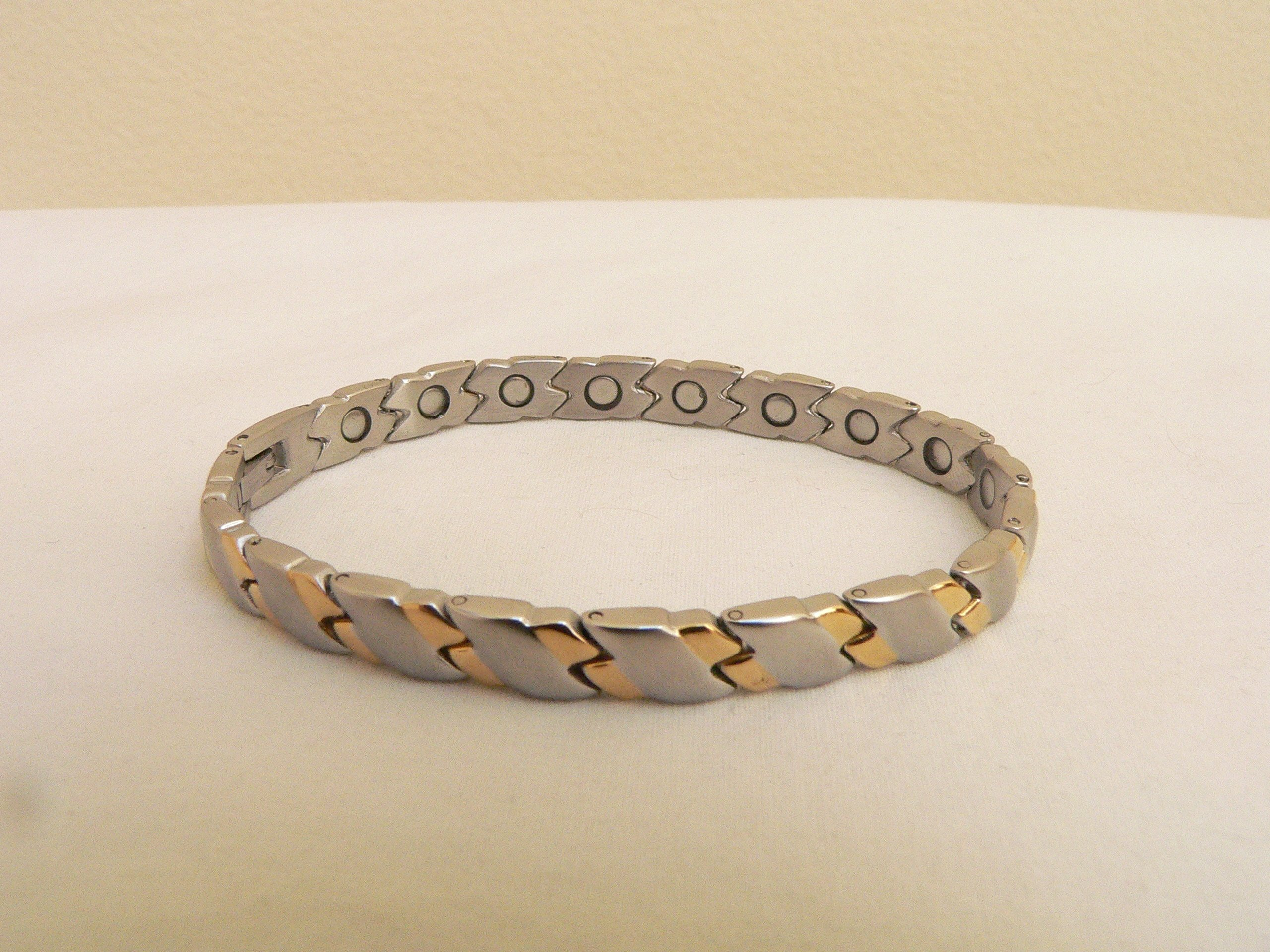 Magnetic Therapy Stainless Steel Magnetic Bracelet ~ Celebrities and Golfers Power Bracelet ~ Size: 7 5/8 Inch. Long, 1/4 Inch. Wide