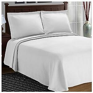 Superior Diamond Solitaire Jacquard Matelassé 100% Premium Cotton Bedspread with Matching Shams, Twin, White