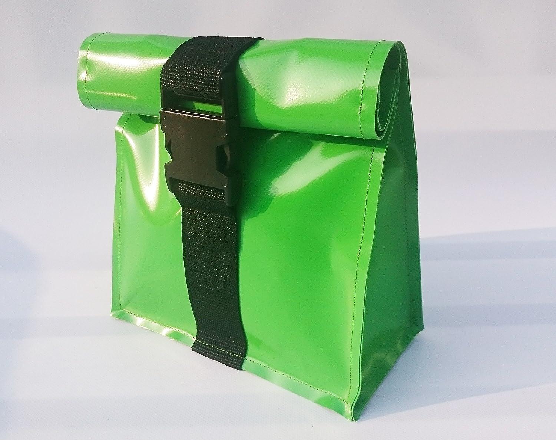 Kulturtasche, wasserdicht aus LKW Plane mit Steckschließe grün, Reisetasche von TITA BERLIN