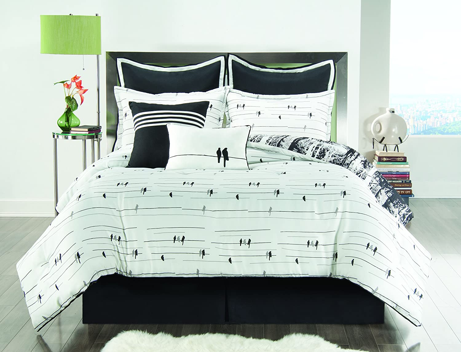 Full Size BED-IN-A-BAG Reversible in Black White Luxurious 8 Pc Set w Decorative Pillows