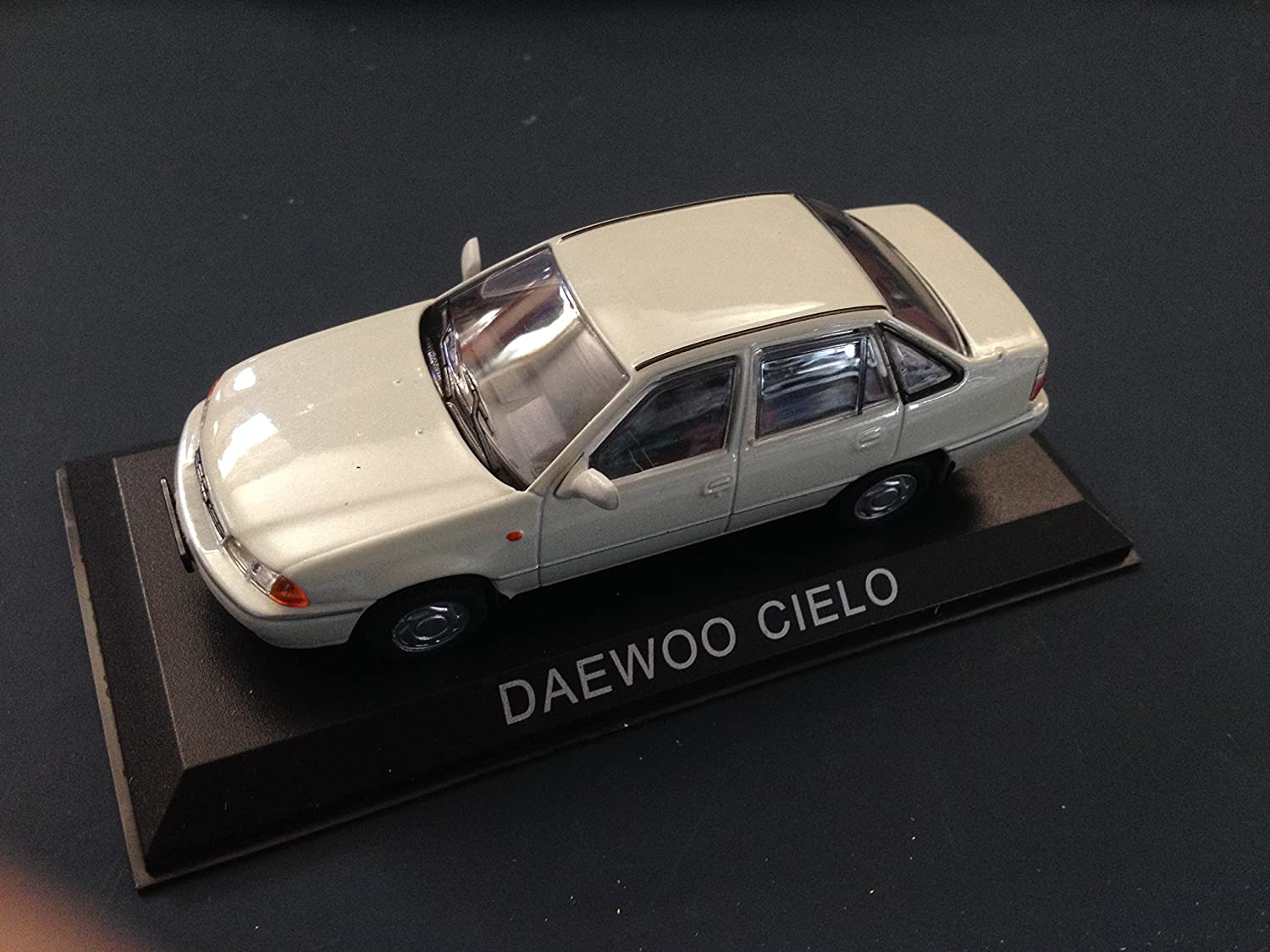 Générique 1:43 East Car : Daewoo Cielo Collectible Car 1/43 IXO Legendary Car B27
