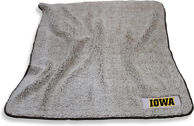 Logo Brands NCAA Iowa Hawkeyes Unisex Adult Frosty Fleece Blanket Multicolor One Size