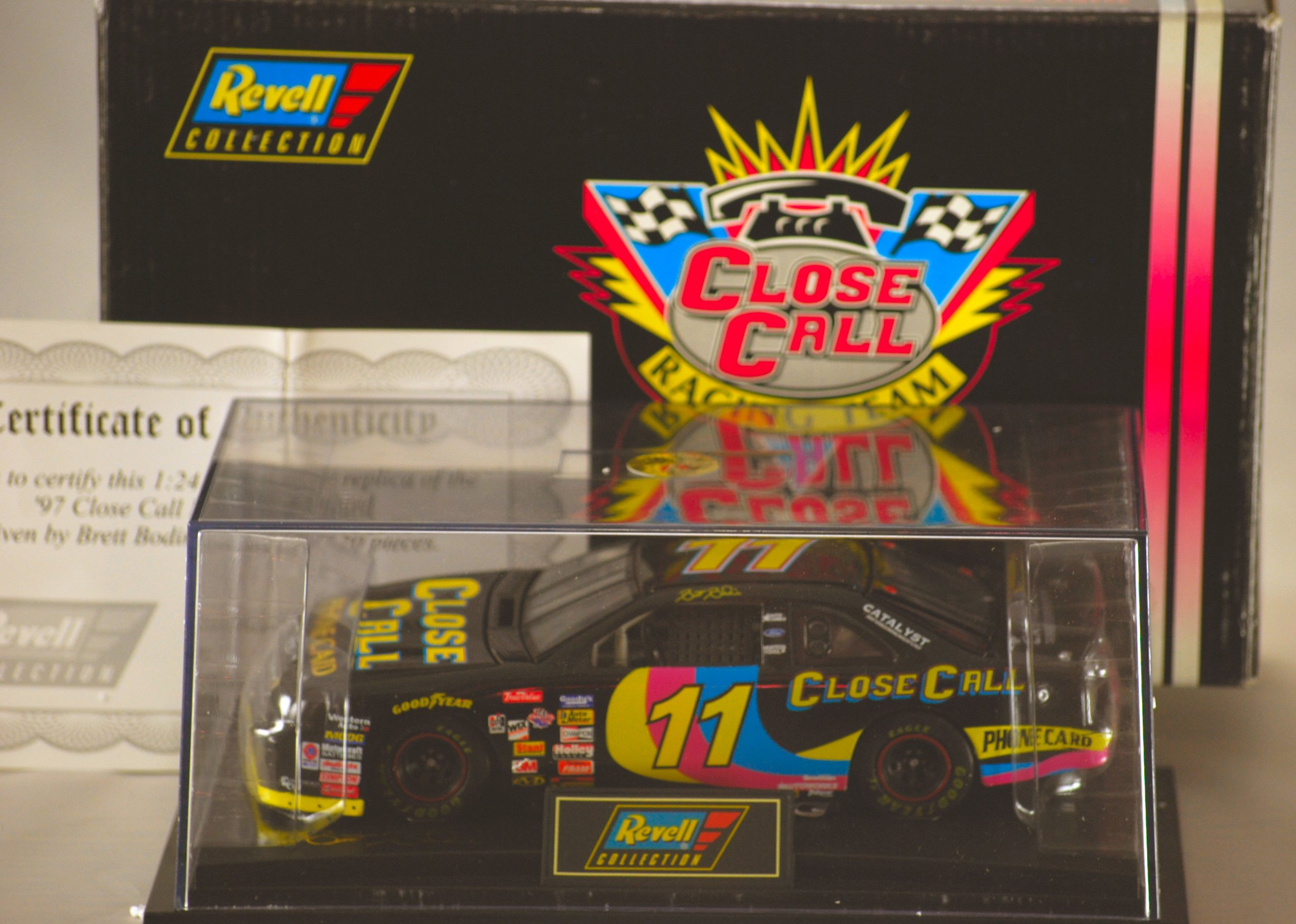 1997 - Revell-Monogram Inc / NASCAR - Brett Bodine #11 - Close Call Racing Team - Ford Thunderbird - 1:24 Scale Die Cast - 1 of 3,120 - Display Case & COA - Very Rare - Limited Edition - Collectible