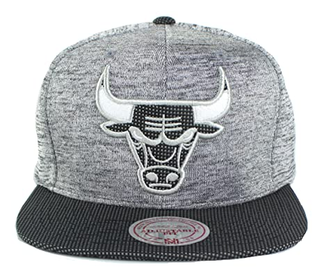 reputable site 26674 9979c Amazon.com   Mitchell   Ness NBA Space Knit Snapback Cap (One Size, Chicago  Bulls)   Sports   Outdoors