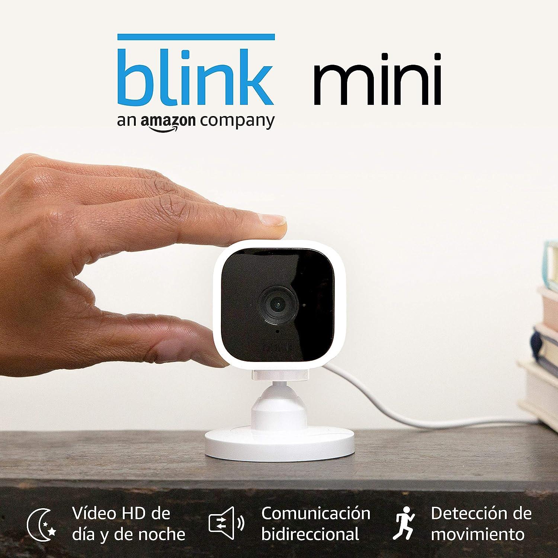 Presentamos la Blink Mini, cámara de seguridad inteligente, compacta, para interiores, con enchufe, resolución de vídeo HD 1080p, detección de movimiento y compatible con Alexa – 2 Cámaras