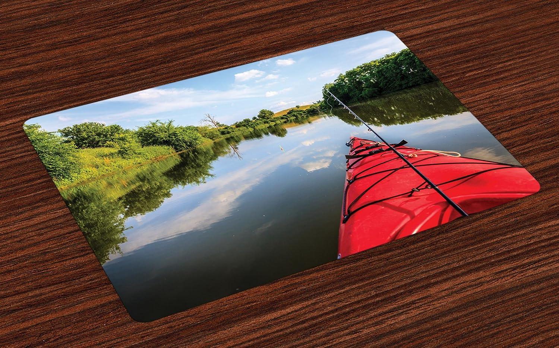 lunarable Kayak Placeマットのセット4、釣りon the Lake in a kayak Spring Seasonアクティビティ田園Idyllic Natureイメージ、ダイニングルームキッチンの洗濯可能ファブリックプレースマットテーブル装飾、マルチカラー   B07FVVC344