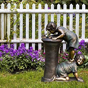 Boy & Girl Garden Statue, Adorable Children Kissing Couple Figurines Garden Sculpture Resin Funny Ornaments for Home Decoration Whimsical Statues for Outdoor Lawn Yard Patio (C, 15138cm)