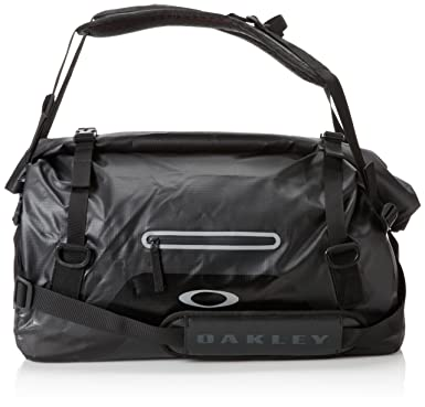 Amazon.com  Oakley Men s Motion 42 Duffel-001 Bag 59afdd7156