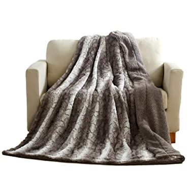 Tache 50 X 60 Inch Grey Snow Giraffe Super Soft Warm Embossed Faux Fur Sherpa Back Throw Blanket