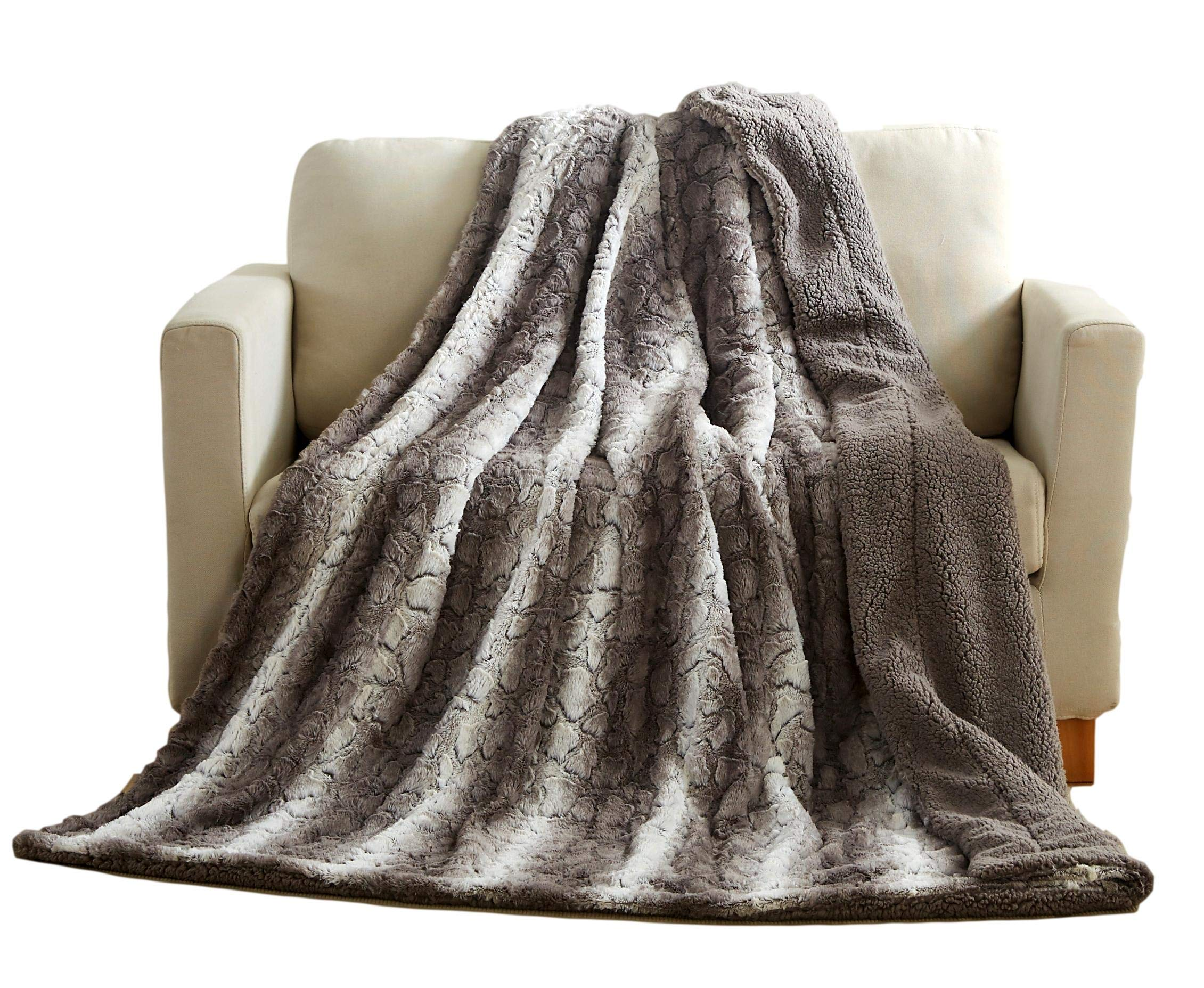 Tache Gray Snow Giraffe Super Soft Warm Faux Fur with Sherpa Back Bed Blanket, Queen Size, 90 x 90 Inch