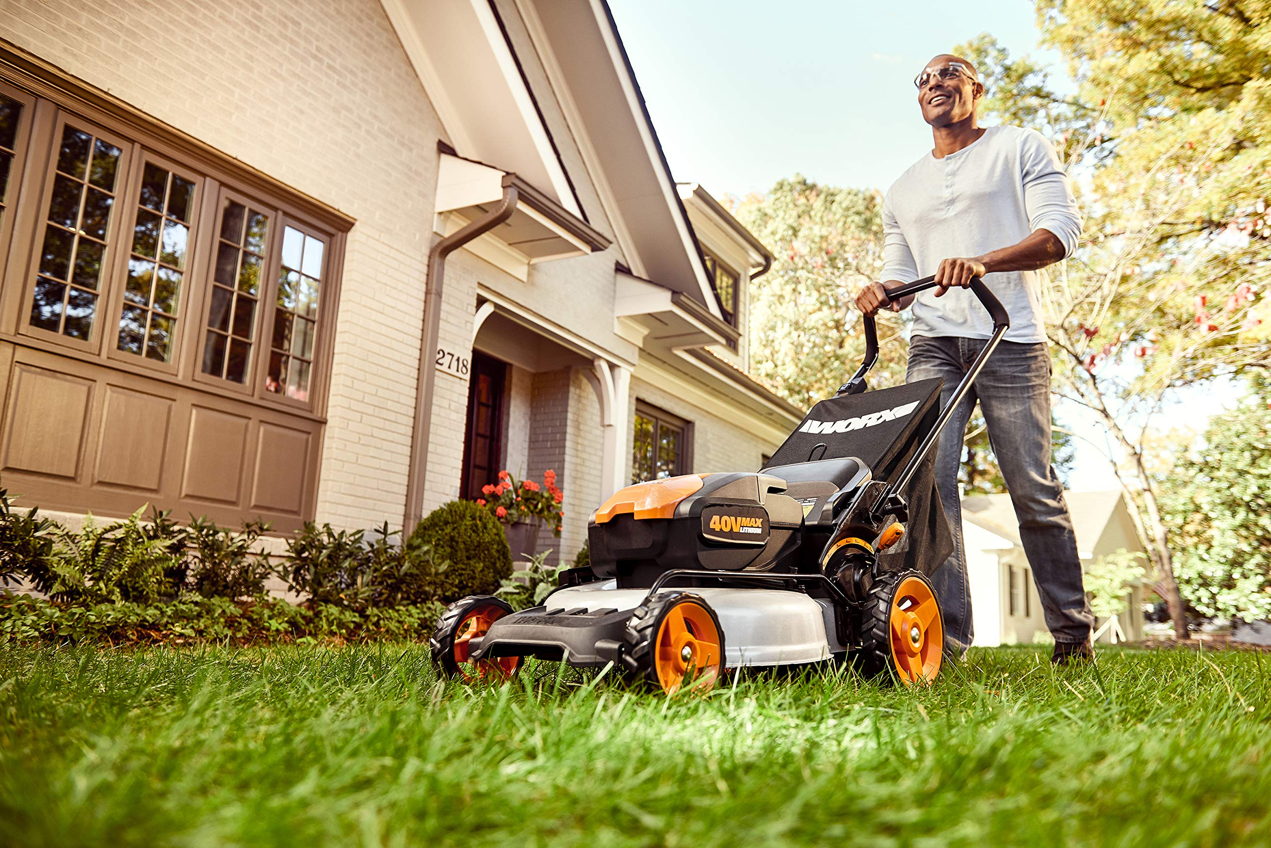 "WORX WG751 40V 19'' Cordless Lawn Mower, 2 Batteries & Charger Included, Black and Orange 4 Our 20"" 40V PowerShare mower comes with 2 rechargeable 20V 5.0Ah batteries that deliver 40V of rugged mowing power Steel makes all the difference. It lasts longer and performs better on undulating terrain. And with 20"" of it, you'll make fewer passes on your lawn Worx Power Share is compatible with all Worx 20v and 40v tools, outdoor power and lifestyle products"