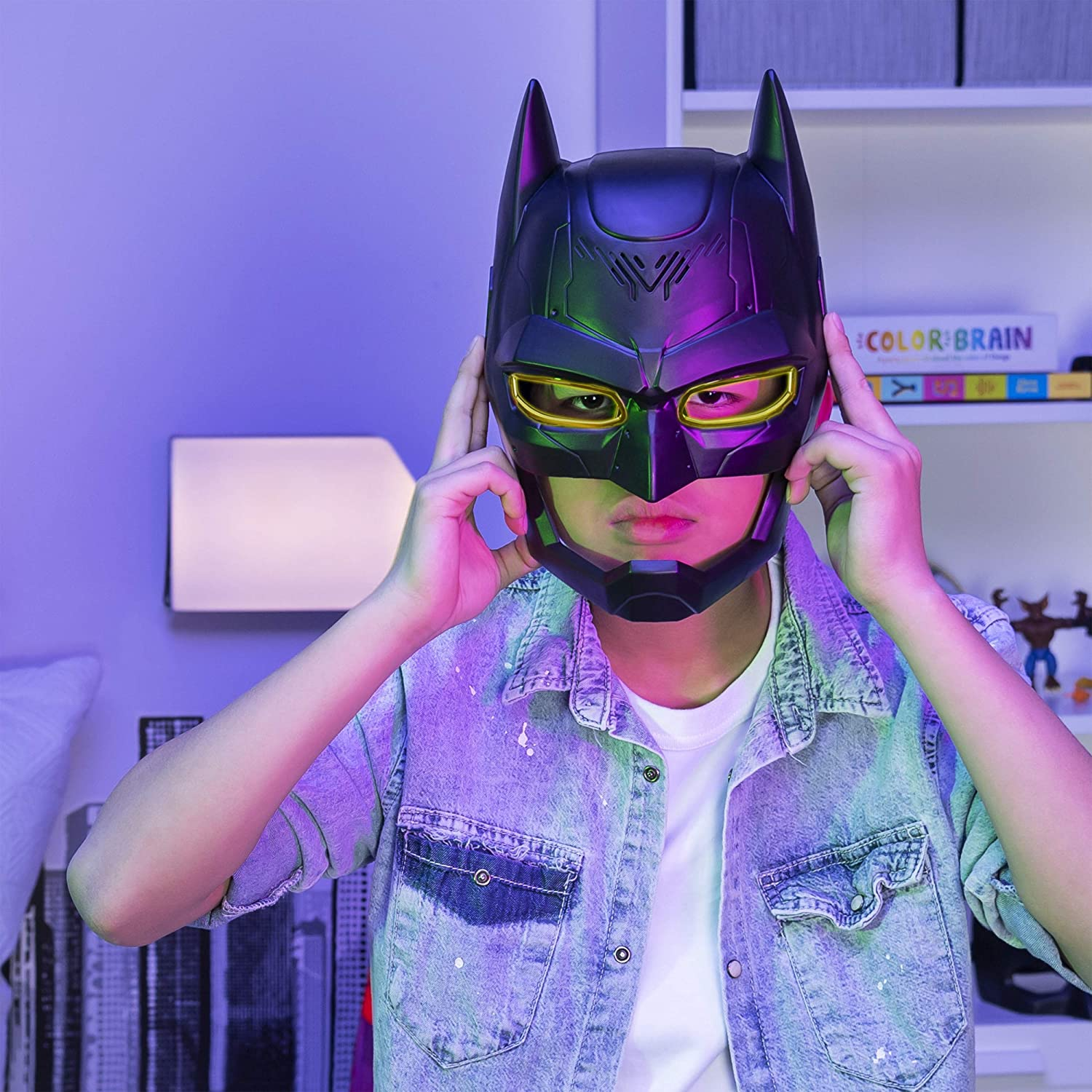 New in Box BATMAN Voice Changing Mask with Over 15 Phrases for Kids Aged 4