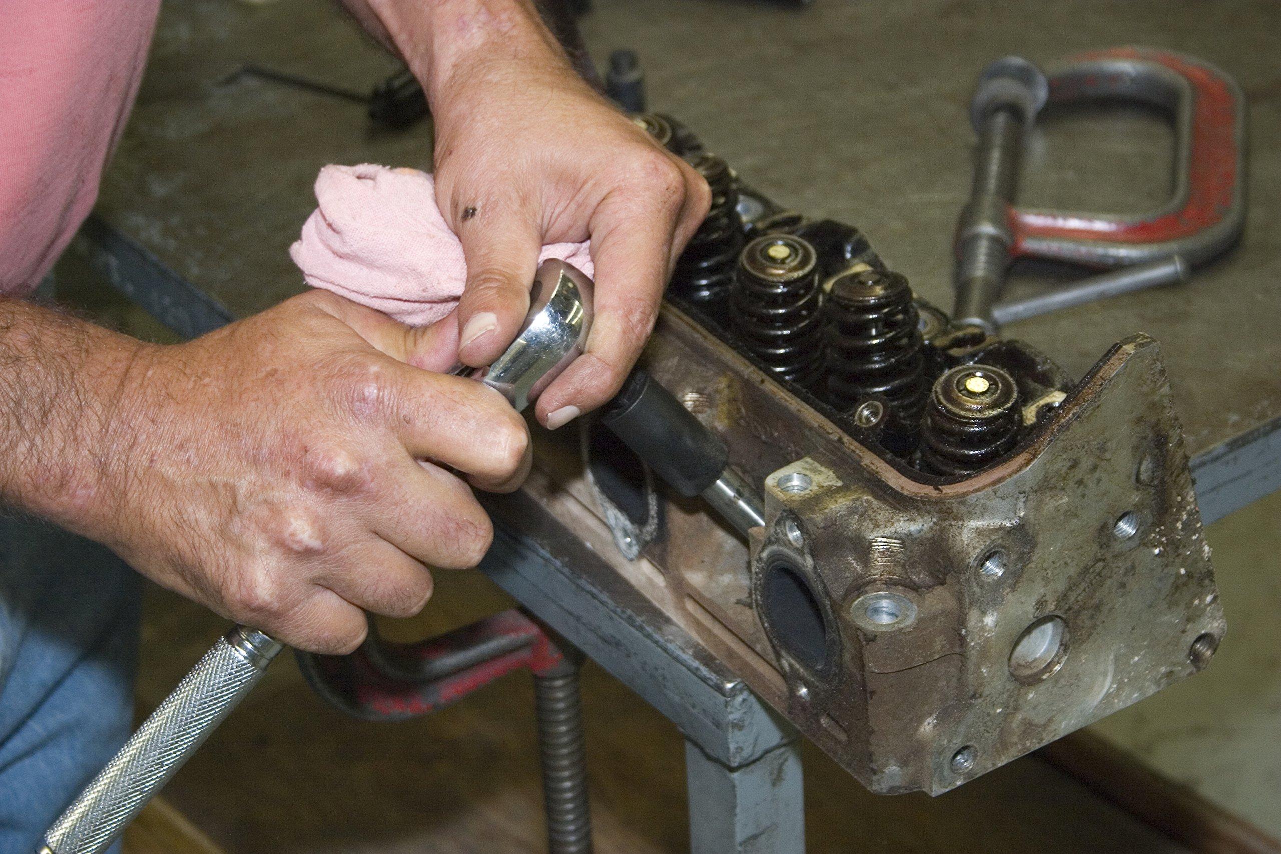 Lisle 65000 M14 x 1.25 Spark Plug Hole Repair Kit with Deep Hole Aluminum Head by Lisle (Image #6)