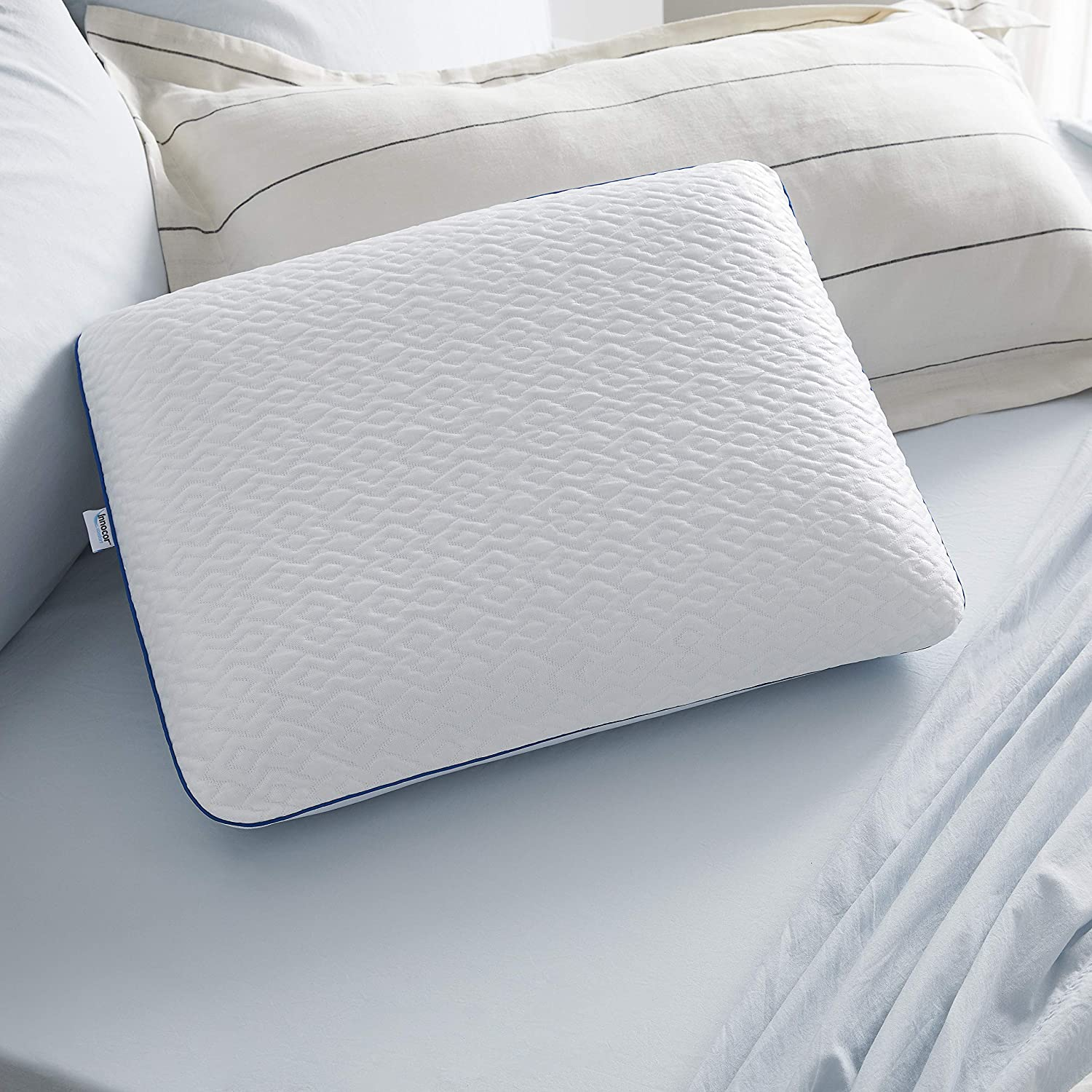 Amazon Com Sleep Innovations Forever Cool Gel Memory Foam Pillow Standard Made In The Usa Home Kitchen