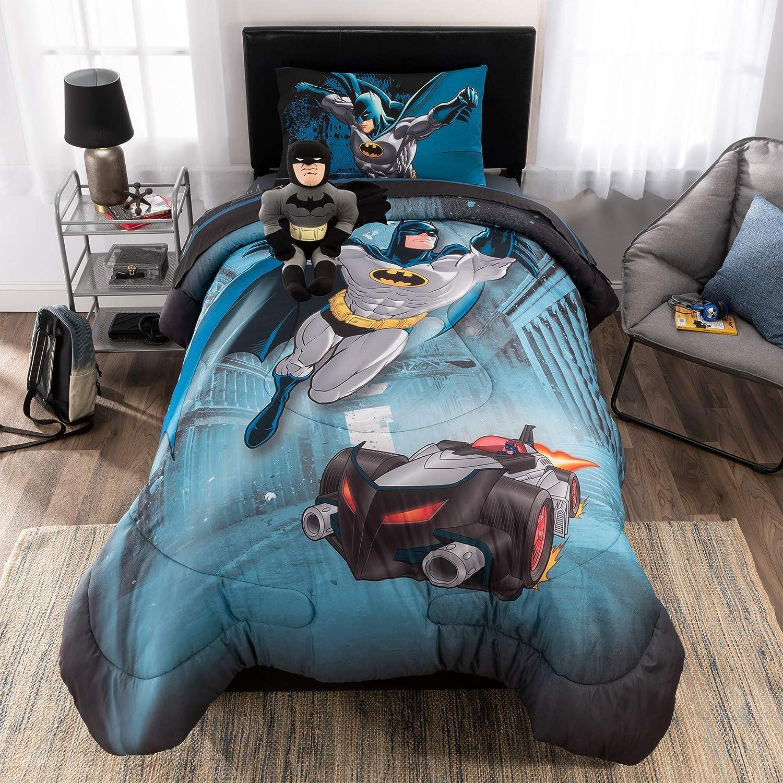 ebe2f3caa0 Amazon.com  DC Comics Batman Soft Microfiber Comforter