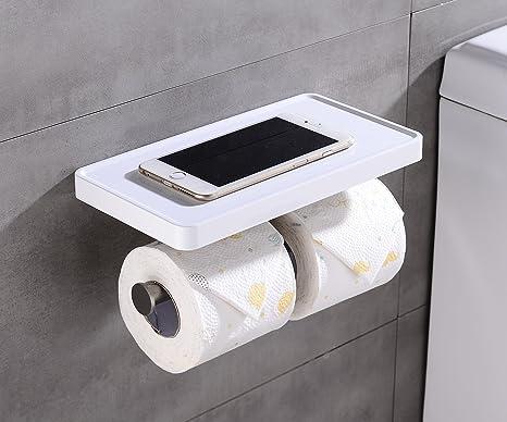 Rotoli Di Carta Igienica : Rotolo di close up di carta igienica finito in bagno u foto stock