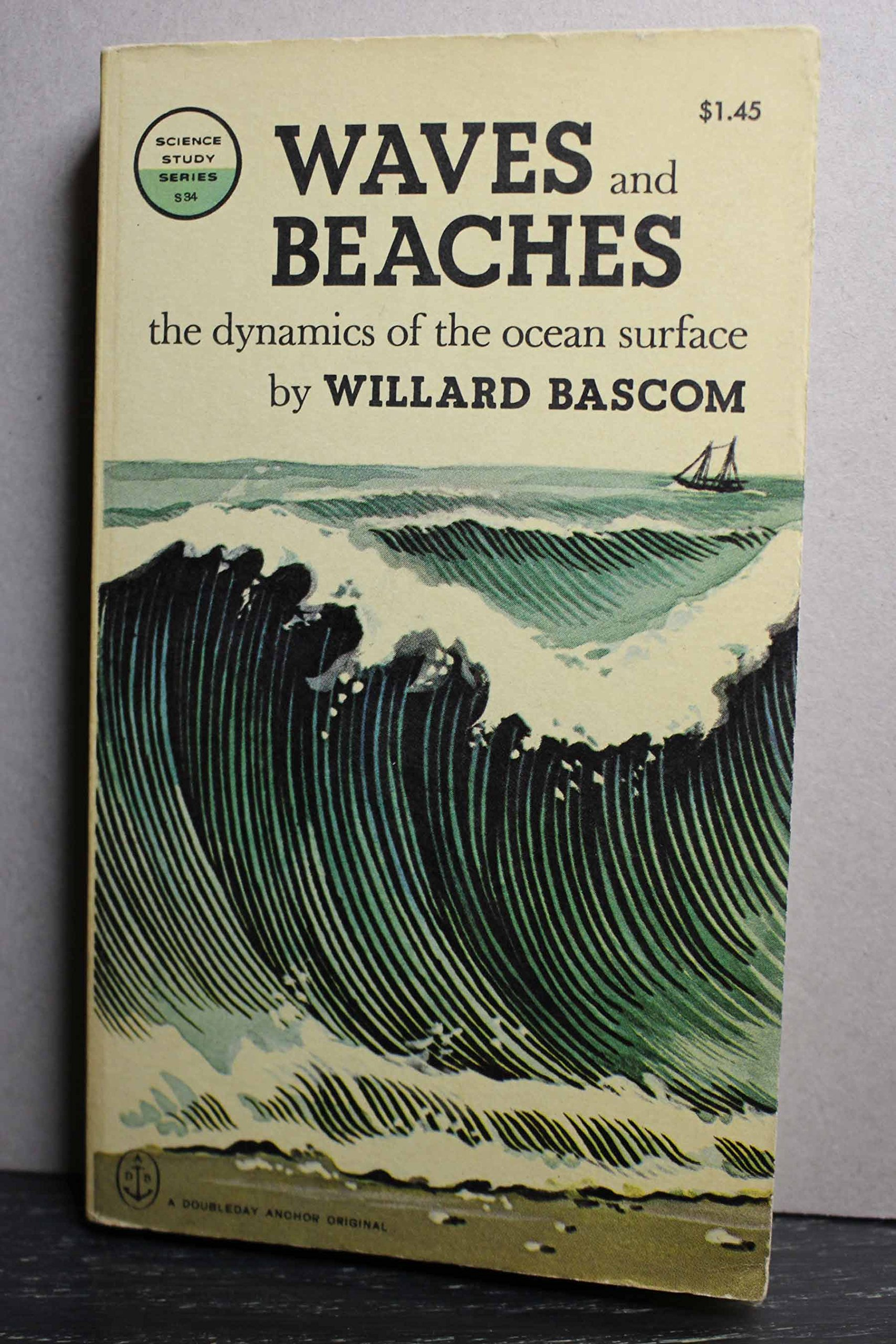 Waves and Beaches: Willard Bascom, Author: 9780385027755