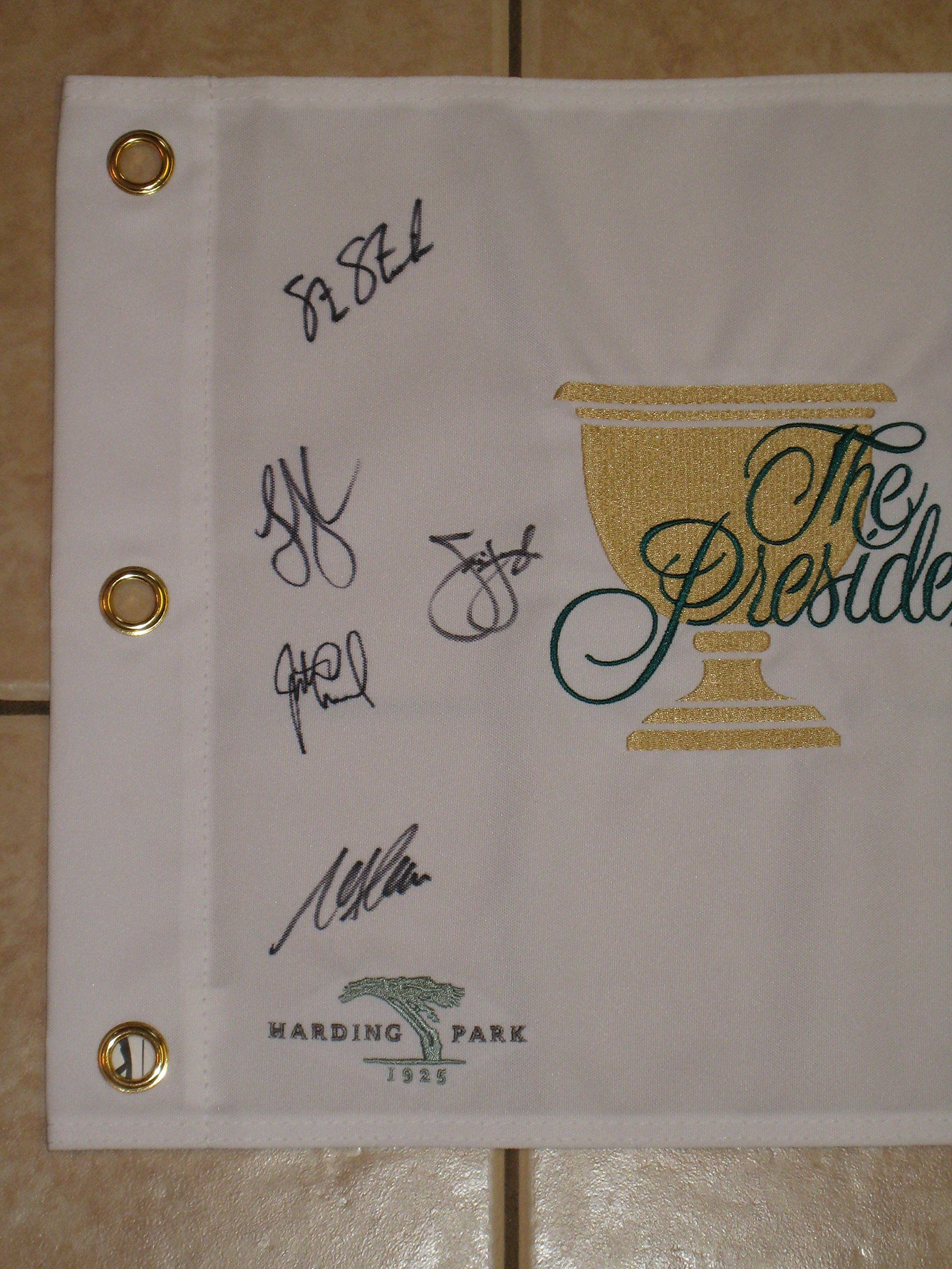2009 Presidents Cup Harding Park Golf Flag signed by 7 Stricker, Furyk
