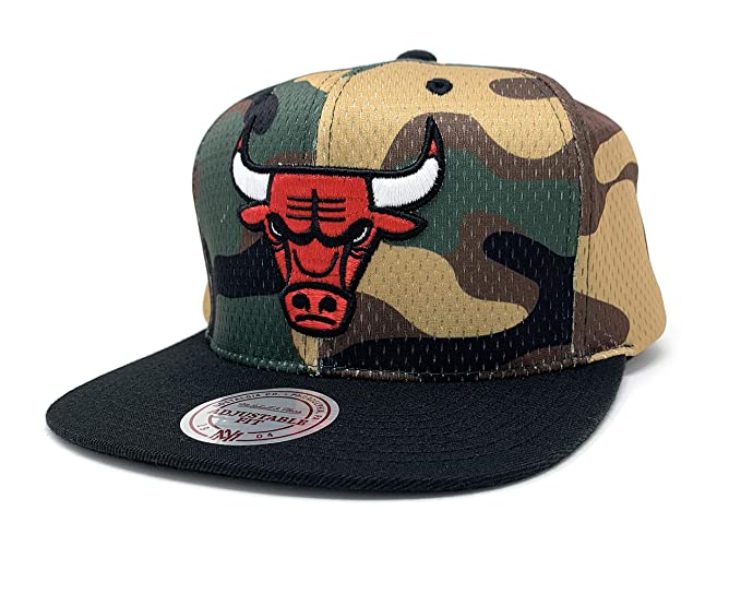 3623031c406 Image Unavailable. Image not available for. Colour  Mitchell   Ness Cover  Snapback BH7AEZ Camo Chicago Bulls