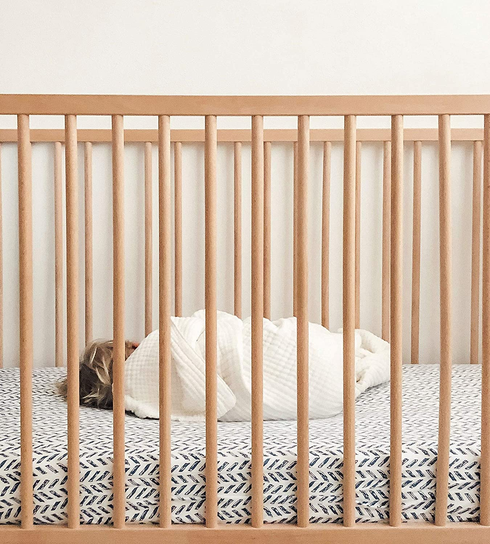 Fitted Crib Sheet Burts Bees Baby Boys /& Unisex 100/% Organic Cotton Crib Sheet for Standard Crib and Toddler Mattresses Hello Moon! Pattern