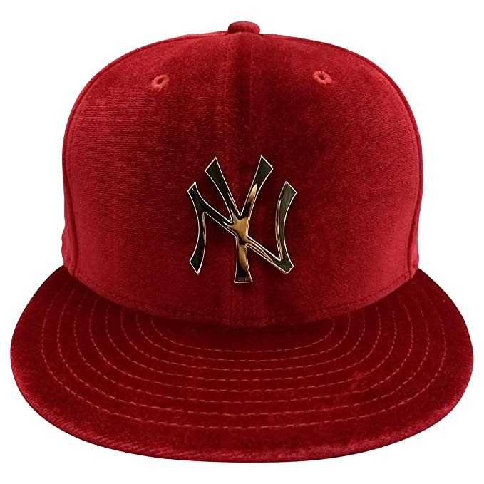 1d834fbd054 New York Yankees Velvet Burgundy 9Fifty Snapback Cap With Gold Metal Logo   Amazon.ca  Clothing   Accessories