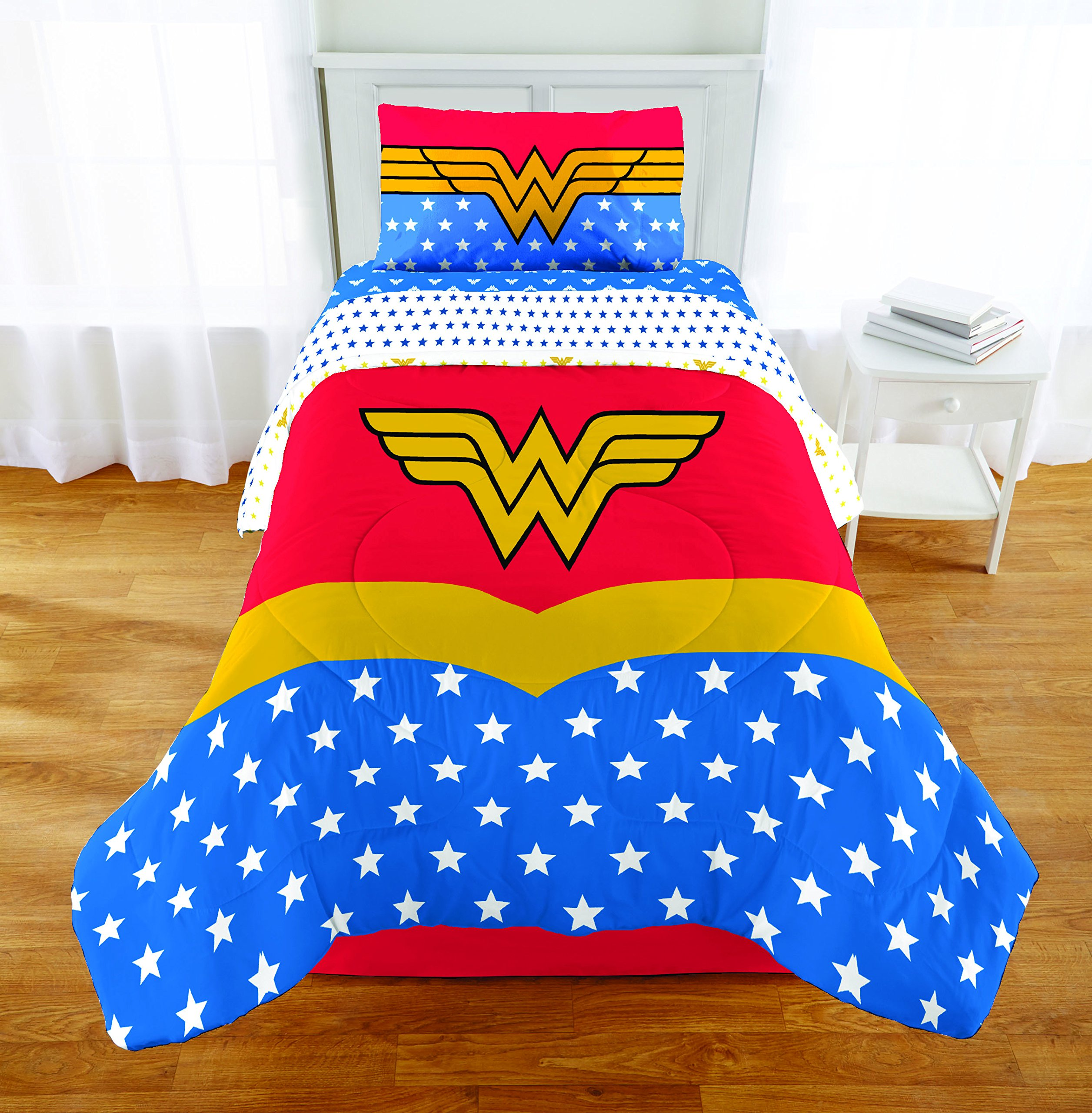 5 Piece Full size Wonder Woman Bedding Set Includes 4pc Full Sheet Set and 1 T/Full Comforter