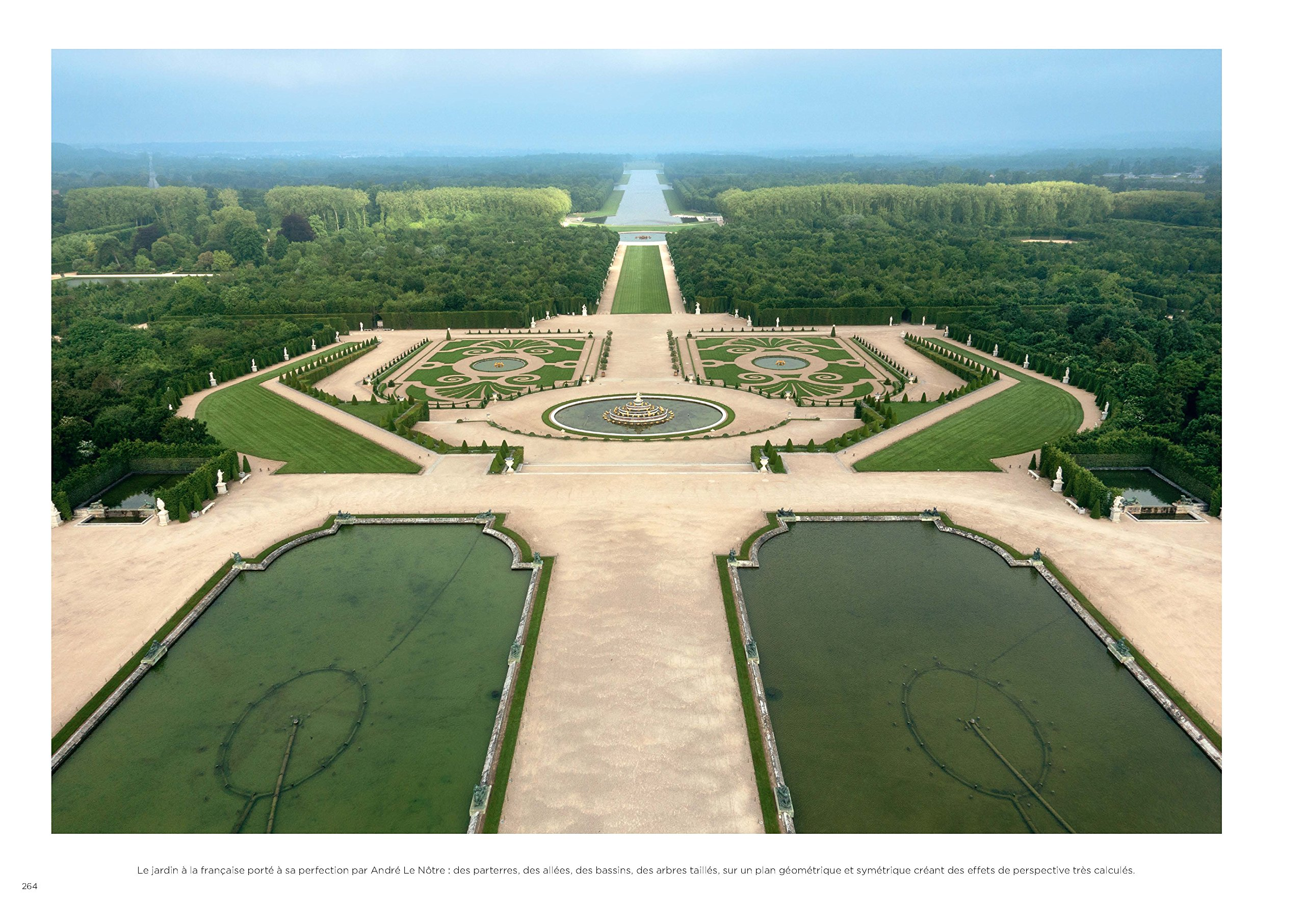 Le château de Versailles vu par ses photographes: Amazon.de ...