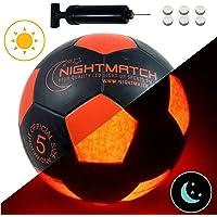 NIGHTMATCH LEUCHTFUSSBALL MIT BALLPUMPE & ERSATZBATTERIEN - Black Edition - toller Kinder-Fussball Ball - helle, Sensor-aktivierte LED-Beleuchtung - Größe 5 - Offizielle Größe & Gewicht