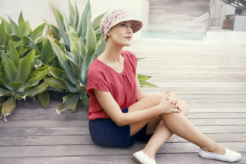Gorra oncológica drapeada de algodón con visera y protección solar índice 50+ color beige estampado coral rojo para mujeres en tratamiento con ...