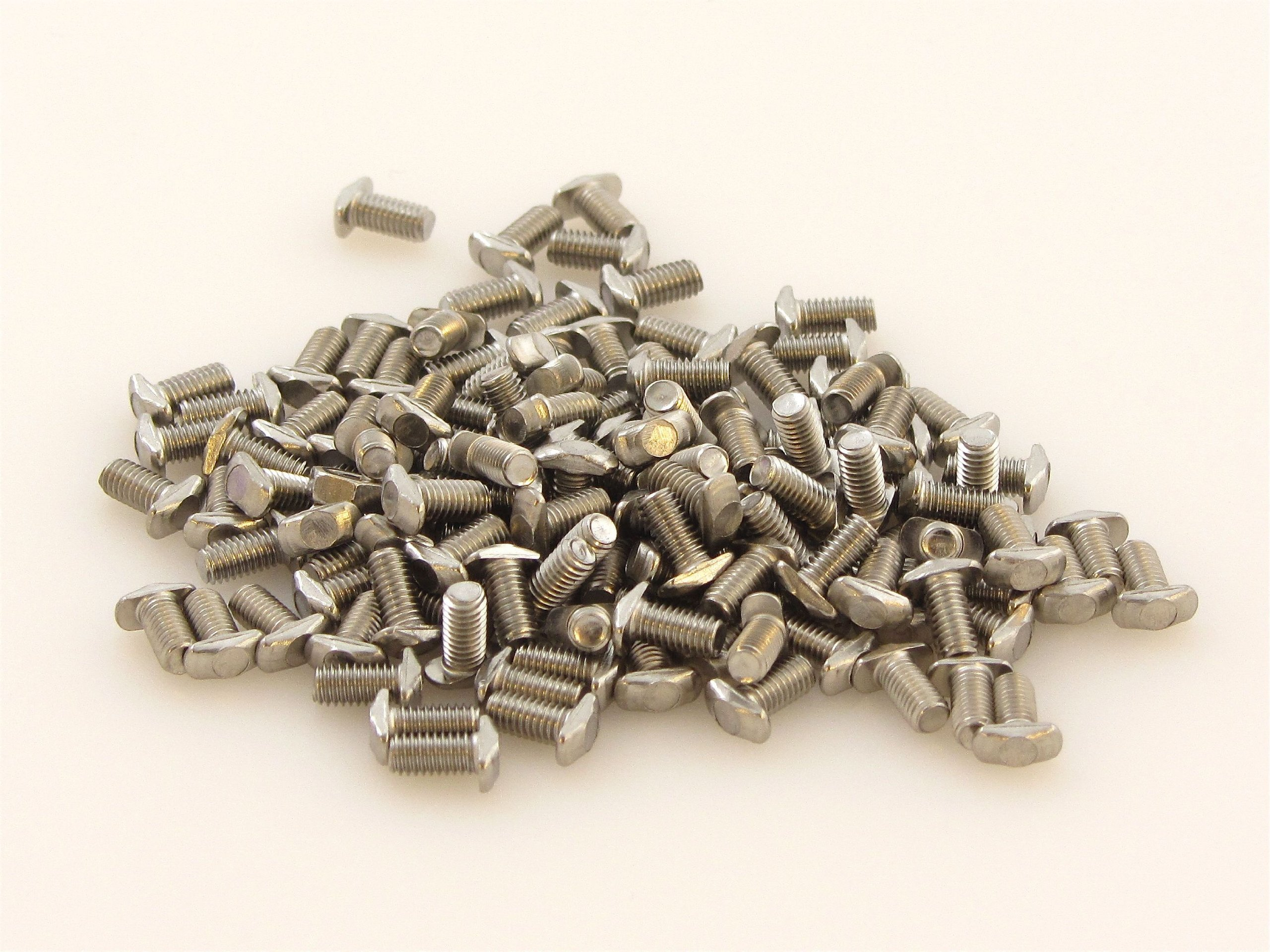 MakerBeam M3 bolts with wing type head, 6mm (pack of 100) designed for MakerBeam (10x10mm in diameter).