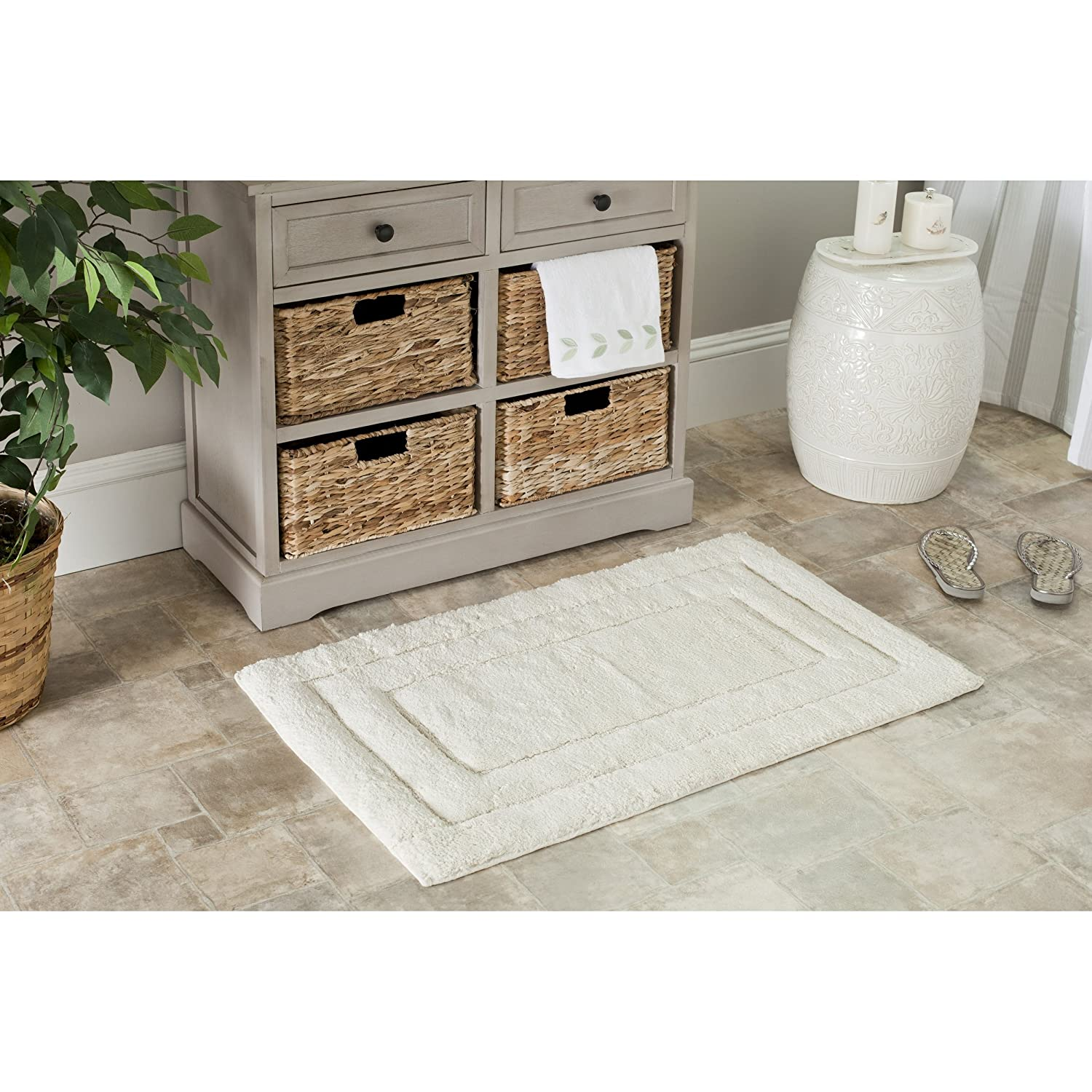 Amazon Com Safavieh Plush Master Bath 27 X 45 Bath Rug In White