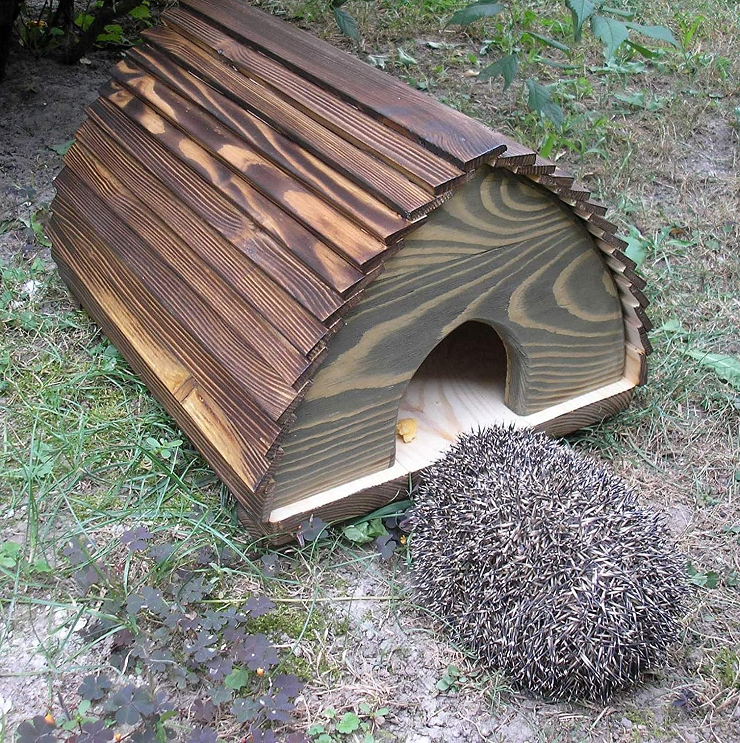Berk Large Wooden Hedgehog House - Solid Wood Construction Hedgehogs Feeding Station Hibernation Shelter In Garden KIC