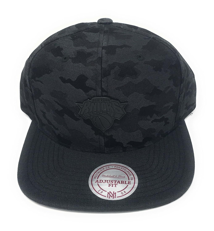 Mitchell   Ness New Men s Combat NBA New York Knicks Snapback Cap ... at  Amazon Men s Clothing store  f63a08c595c