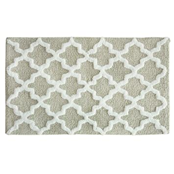 Amazon Com Jessica Simpson Quatrefoil Bath Rug Oyster Gray White