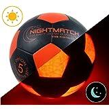 LEUCHTFUSSBALL mit Ballpumpe - toller Kinder-Fussball Ball - helle, sensor-aktivierte LED-Beleuchtung - Größe 5 - Offizielle Größe & Gewicht - Top Qualität - schwarz/orange - Nachtfussball