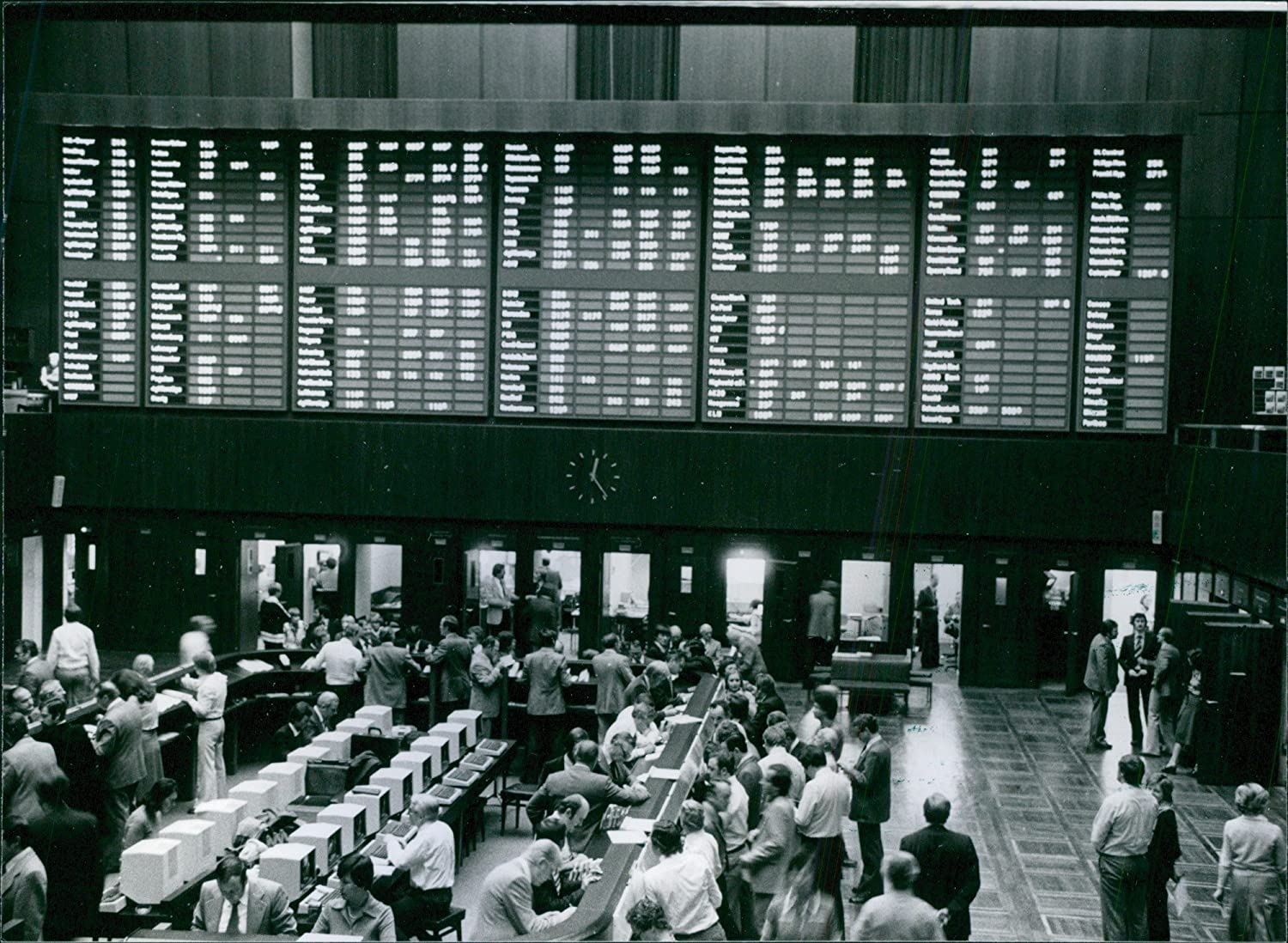 Amazon.com: Vintage photo of Frankfurt Stock exchange, Dealers ...