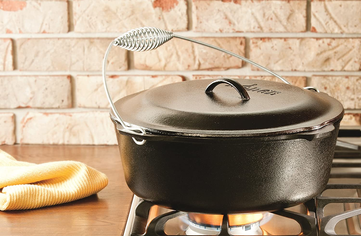 Lodge 8.52 litre / 9 quart Pre-Seasoned Cast Iron Dutch Oven/Casserole Dish (with Spiral Bail Handle)