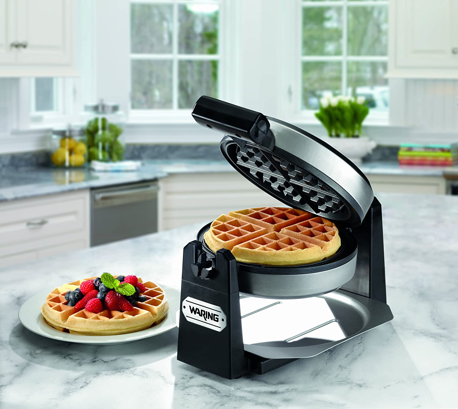 Amazon Com Waring Pro Wmk200 Belgian Waffle Maker Stainless Steel Black Discontinued Electric Waffle Irons Kitchen Dining